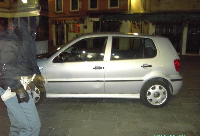L'auto in Campo San Geremia (Polizia di Stato)