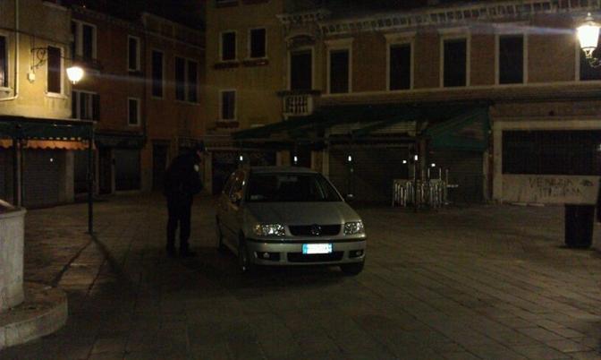 L'auto in campo San Geremia (Web)