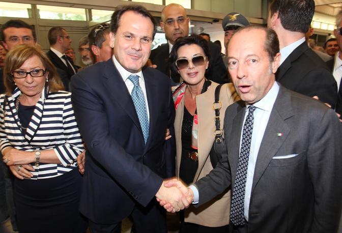 Verona, primo giorno di Vinitaly, il ministro Romano con Riello