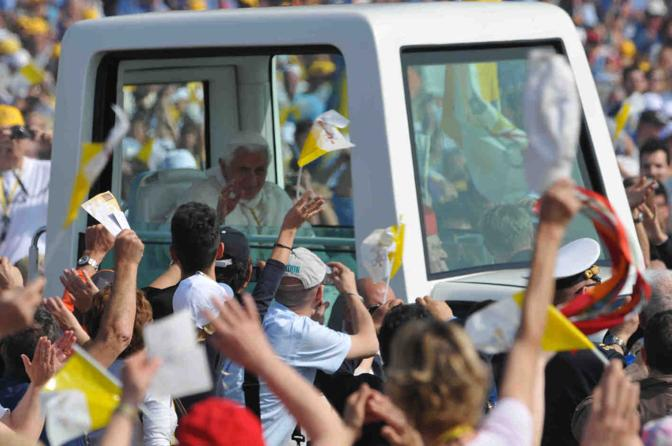 Papa Benedetto arriva a San Giuliano