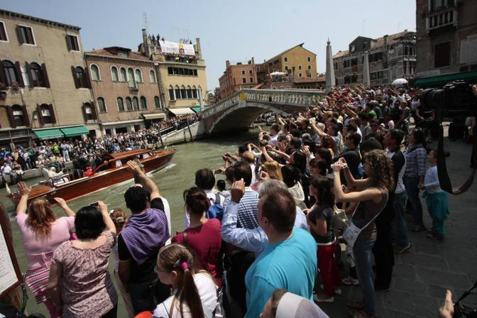 Folla sulle rive (Bergamaschi)