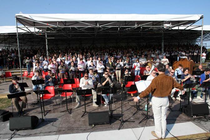 Allestimento del palco per il Papa con Scola (Errebi)