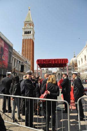 Le guardie della sicurezza del Vaticano in sopralluogo a San Marco (Vision)