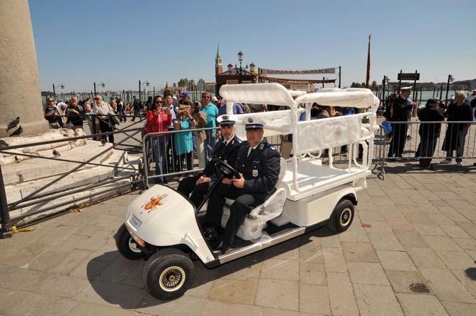 L'arrivo della papamobile a San Marco