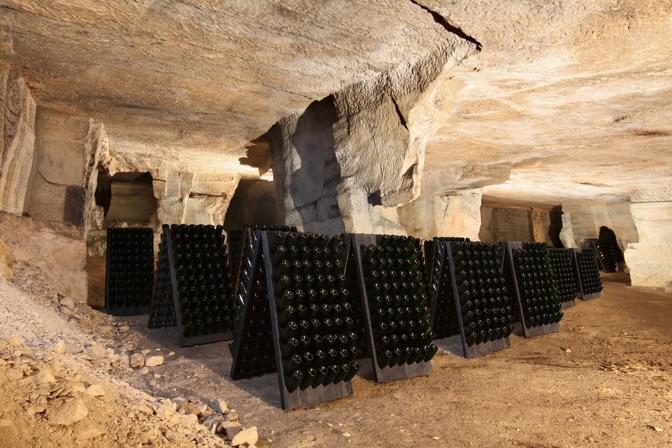 Le bottiglie nelle «priare» sotto il castello