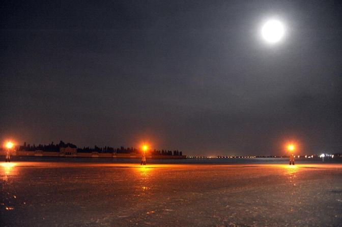 In laguna come sul Pack. Immagini notturne di Andrea Pattaro/Vision