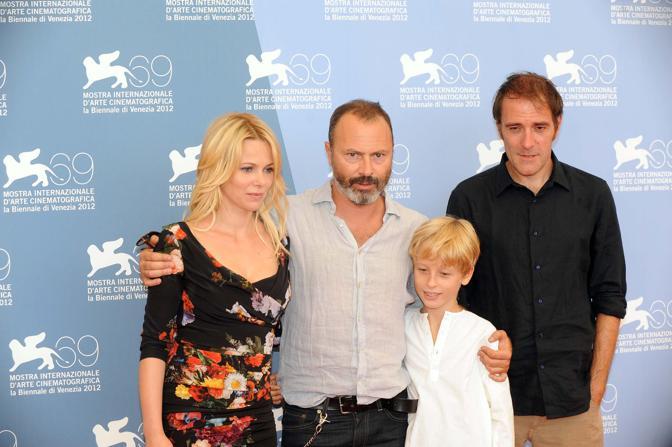 Cast del film Gli equilibristi (orizzonti). Al centro il regista Ivano De Matteo con il figlio Lupo, Barbora Bobulova e Valerio Mastandrea
