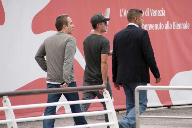 L'arrivo di Zac Efron all'aeroporto Marco Polo
