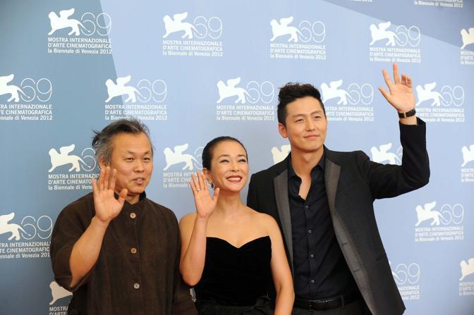 Kim Ki-duk con l'attrice Cho Min-soo e Lee jung-jiin