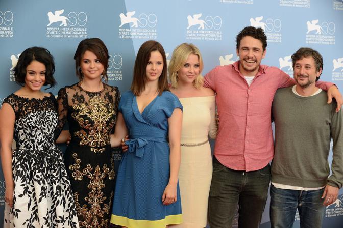 Da sinistra Ashley Benson Selena Gomez Rachel Korine Vanessa Hudgens James Franco e il regista Harmony Korin