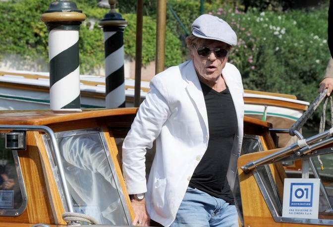 Robert Redford arriva in darsena all'hotel Excelsior