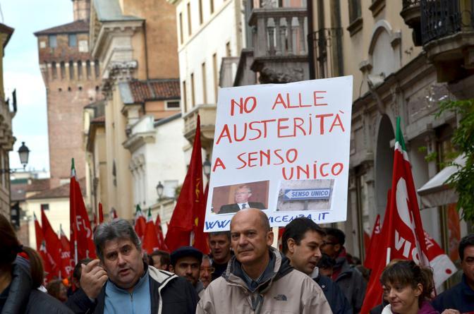 Vicenza, il corteo (Vito T . Galofaro)