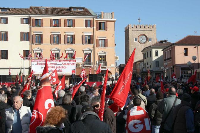 Mestre, il comizio della Cgil in piazza Ferretto (Errebi)