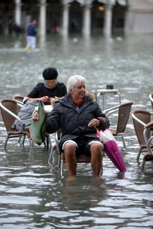Venezia. La marea ha registrato una punta massima di 138 cm registrata alle ore 10 20.