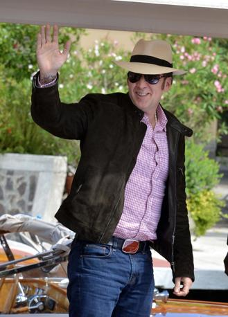 Nicholas Cage arriva alla darsena dell'Hotel Excelsior
