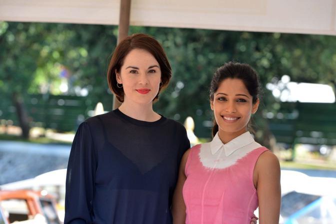 Michelle Dockery (sinistra) e Freida Pinto (destra)