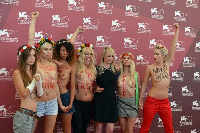 Le attiviste del gruppo Femen alla presentazione del film Ukraina ne bordel