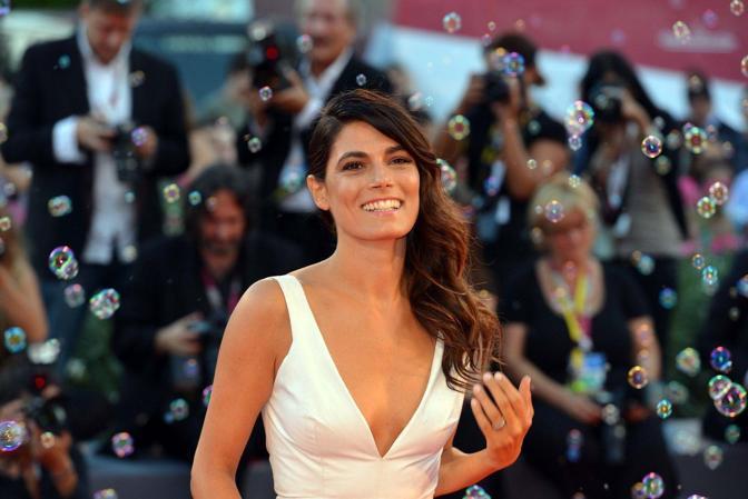Mostra del Cinema. Passerella per il film in concorso «L'intrepido»di Gianni Amelio con Valeria Solarino