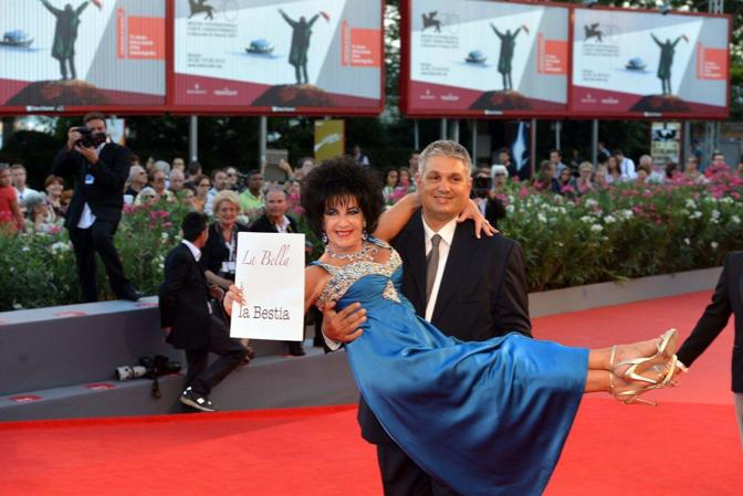 Mostra del Cinema. Passerella per il film in concorso «L'intrepido»di Gianni Amelio