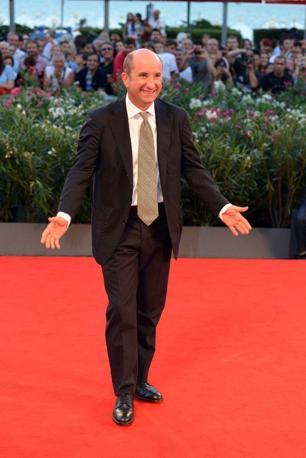 Mostra del Cinema. Passerella per il film in concorso «L'intrepido»di Gianni Amelio con Antonio Albanese