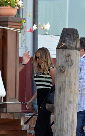 Scarlett Johansson arriva al Lido