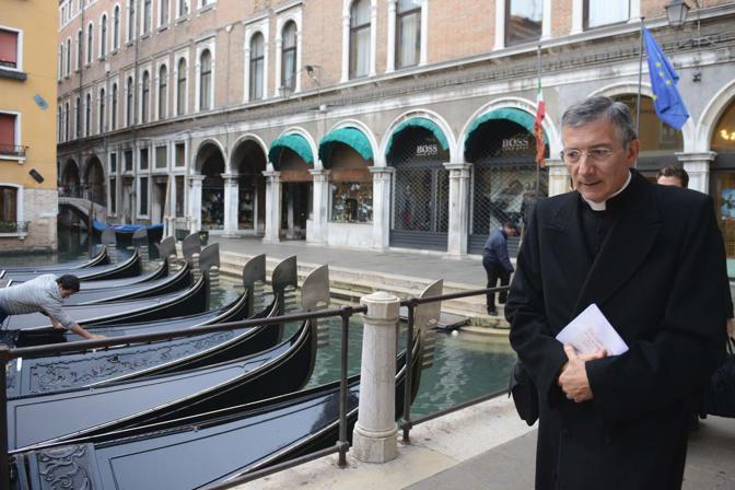 Venezia. A spasso con il patriarca di Venezia Francesco Moraglia - Con il Patriarca in Piazza san Marco