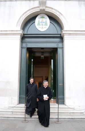 Venezia. A spasso con il patriarca di Venezia Francesco Moraglia