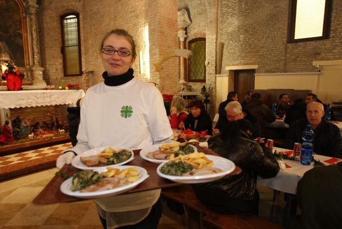 Mestre, il pranzo di Natale dei poveri nella chiesa di San Girolamo