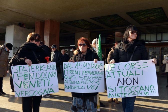Venezia. Protesta pendolari dei treni