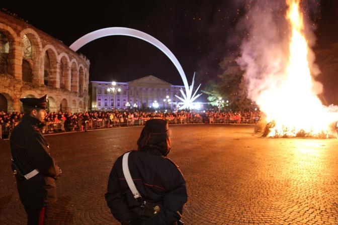Brusa la vecia, le fiamme dicono attesa - Corriere Veneto