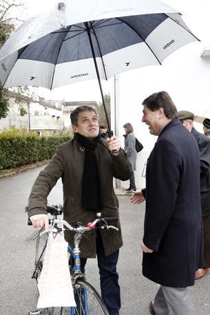 Ivo Rossi fuori del seggio