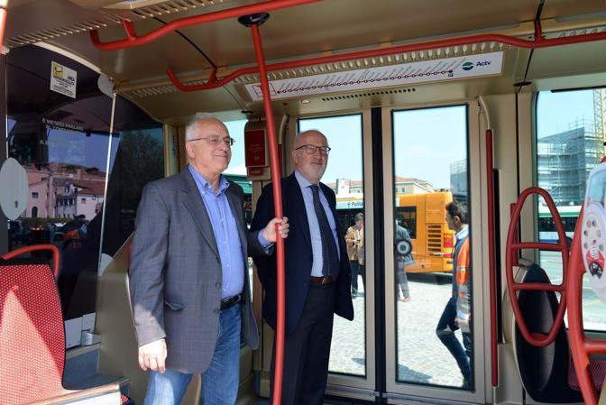 Il tram a piazzale Roma