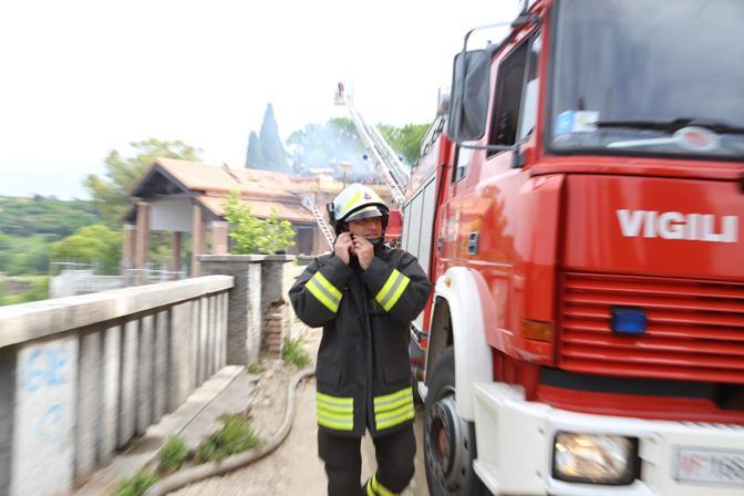 L'incendio di Verona e l'intervento dei vigili del fuoco