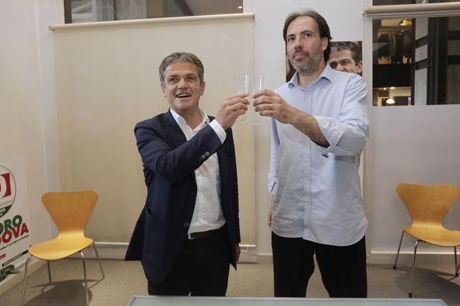 Padova, l'accordo elettorale tra Ivo Rossi e Francesco Fiore e il brindisi finale a base di prosecco