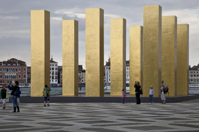 L'installazione dell'artista tedesco Heinz Mack sull'Isola di San Giorgio a Venezia