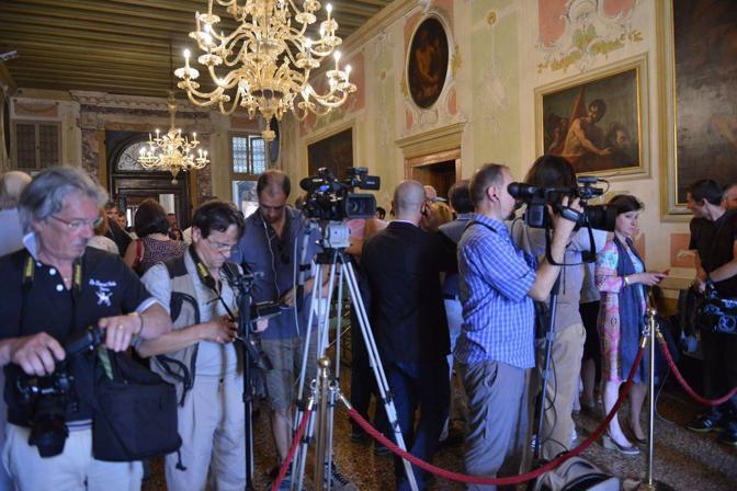 Giorgio Orsoni sindaco di Venezia rassegna le dimissioni dopo aver revocato tutti gli incarichi di giunta