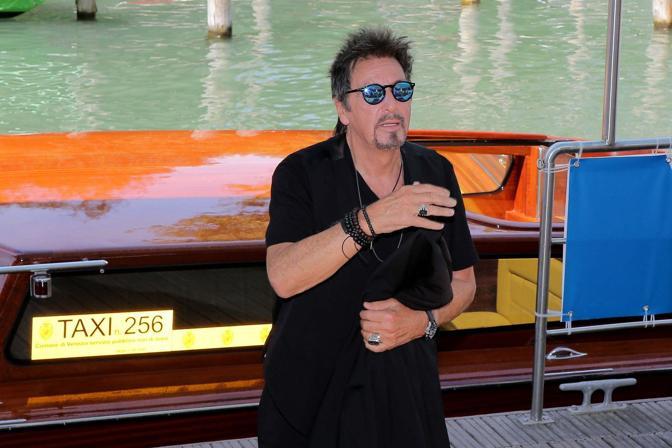 Al Pacino arriva alla conferenza Stampa