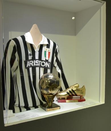 Trofei e maglia di Paolo Rossi alla Juventus