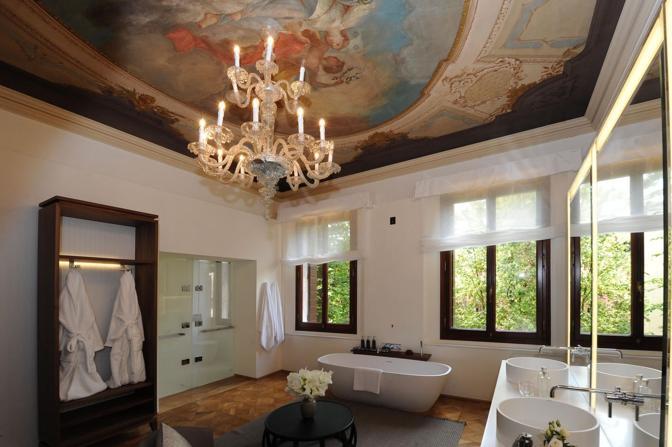 Venezia, hotel Amman resort, uno scorcio di uno splendido bagno della suite