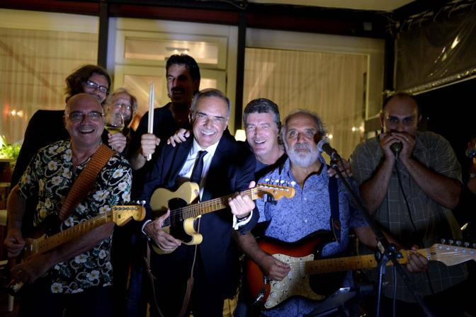Alberto Barbera suona alla festa del Movie star con la band di Alessandro Bressanello