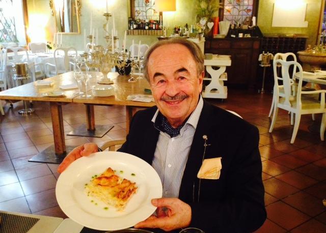 Mario Di Natale titolare dell'Antico Brolo di Padova con le lasagne al baccalà, uno dei piatti del nuovo menù