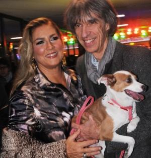 Romina Power con il regista Antonello Belluco e la cagnolina di Belluco, Isotta, che fa parte del cast del film