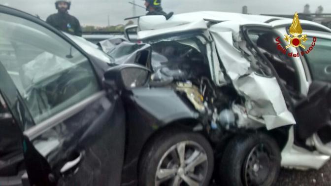 Le auto coinvolte nell'incidente (Vigili del Fuoco)