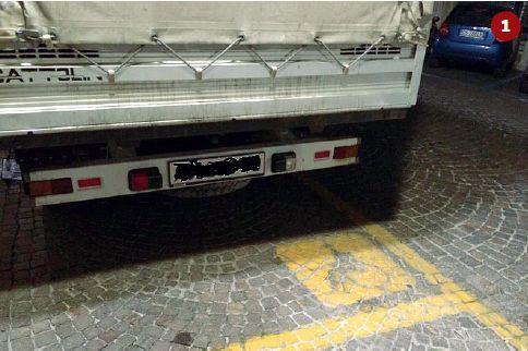 Questo furgone è stato immortalato in via Isola di Mezzo, a Treviso. Non aveva alcun permesso