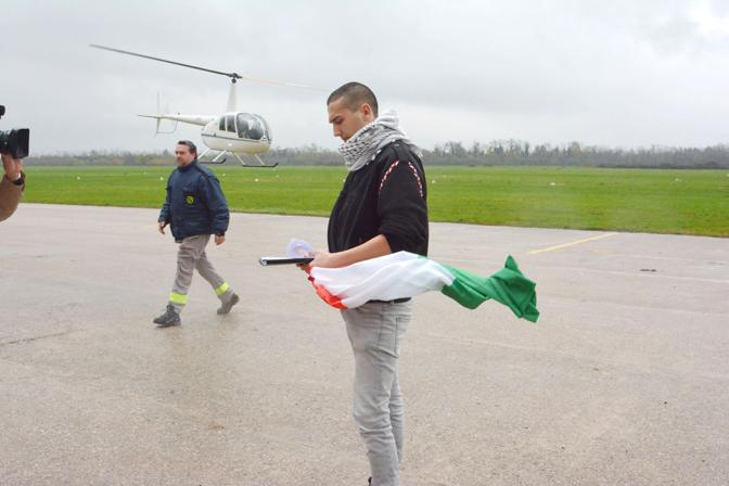 Vicenza, Aeroporto di Thiene. Programma politico del Movimento 9 Dicembre. Nella foto Vito Collins Babila