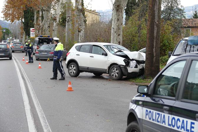 Verona. Morto in un incidente stradale uscendo di strada in via Fincato