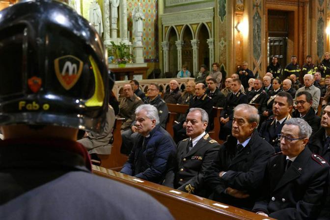 Verona. Il vescovo a Santa Teresa per festeggiare Santa Barbara con i vigili del Fuoco (foto Sartori)