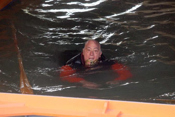 06/01/2015 Mestre - Marzenego - Una delle befane cade in acqua