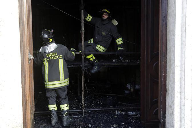 Padova, incendio presepe chiesa di Fontaniva