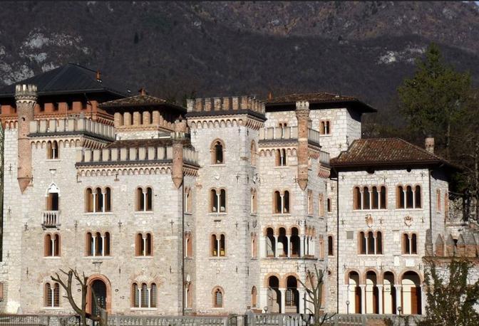Il castello di Ponte nelle Alpi, conosciuto come castello Bortoluzzi, sequestrato a Manzo